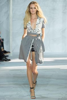 Interesting #collection to watch, yet confusing to understand the theme! Some pieces could make #Octoberfest an elegant matter :-) Diane von Furstenberg Spring 2015 RTW