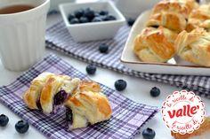 Ecco un #dolce ideale per la #colazione o per la #merenda, veloce da preparare e gustoso: treccine crema e mirtilli.  Scopri la ricetta...