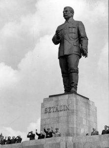 Statue of Stalin during the reign of Terror in Hungary Budapest Guide, Budapest City, Great Leaders, Communism, Historical Pictures, Soviet Union, Eastern Europe, Wwi, Hungary