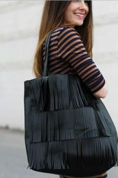Boho Fringe Bag Pattern | Treat yourself to a chic and trendy bag with this free sewing pattern!