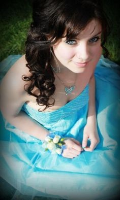 prom pose photo teal blue gorgeous cute pretty sitting dress