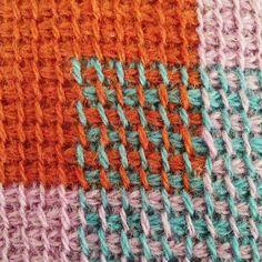 Ravelry: Tunisian crochet pillow/Hakket pude med firkanter pattern by Sara…