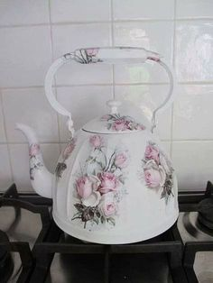 Shabby Chic Vintage, Shabby Chic Crafts, Shabby Chic Style, Vintage Tea, Shabby Chic Decor, Cocina Shabby Chic, Shabby Chic Interiors, Shabby Chic Furniture, Home Design Decor