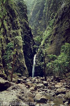 hike to sacred falls
