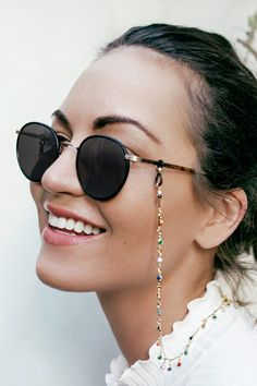 sunglasses chain Check out our latest - sunglasses Flat Top Sunglasses, Round Sunglasses, Sunglasses Women, Lunette Style, Cute Glasses, Sunglass Frames, Camilla, Eyeglasses, Fashion Accessories