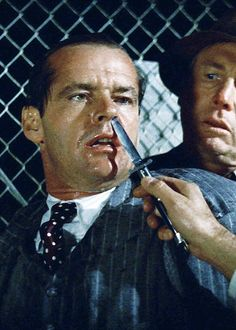 Jack Nicholson about to get his nose cut by Roman Polanski. (Reminded of all the Marlowe and Archer stories, trouble is their business) Badass Movie, I Movie, Jack Nicholson, Hollywood Cinema, Classic Hollywood, Akira, Thriller, Bon Film, Roman Polanski