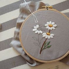 Wonderful Ribbon Embroidery Flowers by Hand Ideas. Enchanting Ribbon Embroidery Flowers by Hand Ideas. Hand Embroidery Stitches, Silk Ribbon Embroidery, Embroidery Hoop Art, Hand Embroidery Designs, Embroidery Techniques, Cross Stitch Embroidery, Embroidery Ideas, Hand Embroidery Flowers, Hand Embroidery Tutorial
