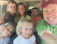 Jim bob is a wonderful father! Dugger Family, Bates Family, 19 Kids And Counting, Sister In Law, Happy B Day, Teenage Years, Hollywood Actresses, Jackson, Bob