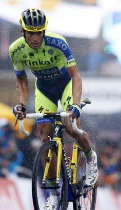 Alberto Contador abandona el Tour de France 2014 tras una caída en la bajada del col del Petit Ballon en la décima etapa. Chris Froome había abandonado en la quinta, con lo que los dos máximos favoritos están ya fuera de la carrera.  #TDF #TDF2014  #socialpeloton