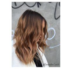 "Samantha Cusick su Instagram: ""S U N K I S S E D Winter sunkissed balayage by me @samantha.cusick using @olaplexuk to make hair super strong and shiney!"