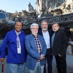 Greetings from Batuu! George Lucas, Mark Hamill, Billy Dee Williams, and Harrison Ford reunited last night as Bob Iger led the dedication ceremony of Star Wars: at Disneyland. Harrison Ford, Mark Hamill, Stargate, Star Wars Art, Star Trek, Walt Disney World, Disney Disney, Disney Cruise, Orlando Florida