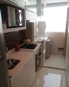 Cozinha e lavanderia integradas. É possível organizar os ambientes mesmo com pouco espaço. Ficou lindo! Inspire-se  #ambientesintegradosmeunovoapê  Foto: Reprodução/Pinterest