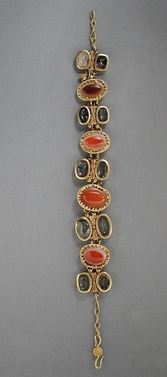 Eastern Mediterranean, Roman, circa 1st-2nd century A.D. bracelet Gold-mounted crystal and sardonyx