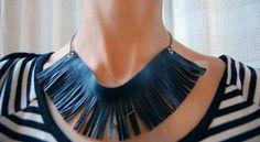 Novedoso collar de cuero
