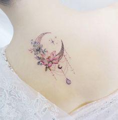 Als Melhores Tattoos de Pet - diy tattoo images - Tatouage Diy Tattoo, Smal Tattoo, Moon Tattoo Designs, Flower Tattoo Designs, Flower Tattoos, Tattoo Designs For Women, Tattoo Ideas Flower, Tiger Lily Tattoos, Delicate Flower Tattoo