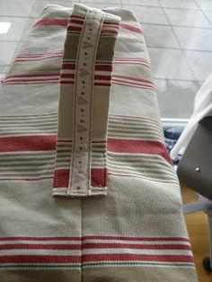 Por fin he terminado la funda para la máquina de coser!!!! Que os parece?? A mi me encanta!!!! He utilizado para la base una tela de Ikea qu...