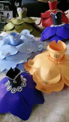 Coolest DIY Paper Flowers For Anyone Coolste DIY Papierblumen für jedermann Pot Mason Diy, Mason Jar Crafts, Giant Paper Flowers, Diy Flowers, Flower Diy, Origami Flowers, Diy Home Decor Projects, Projects To Try, Decor Ideas