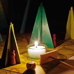 Ein Würfelspiel, das man abends bei Kerzenlicht spielt. Zwerge müssen durch einen Wald, in dem geheimnisvolle Lichter... - Waldschattenspiel