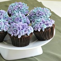 Hydrangea Cupcakes - can I get a volunteer to make these for my birthday next year?!