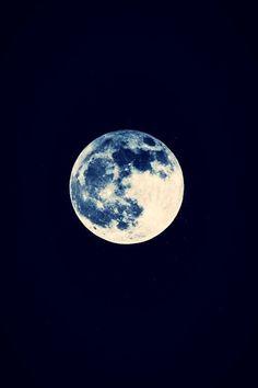 Blue moon www.lab333.com https://www.facebook.com/pages/LAB-STYLE/585086788169863 http://www.labs333style.com www.lablikes.tumblr.com www.pinterest.com/labstyle