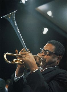 The famous cheeks of Dizzy Gillespie Photo by Val Wilmer Jazz Artists, Jazz Musicians, Dizzy Gillespie, Afro Cuban, Black Leaders, Soul Jazz, Human Reference, Jazz Blues, Blues Rock