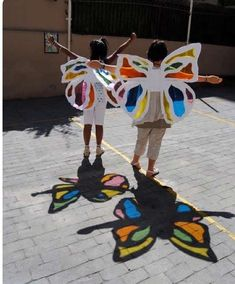 Teatres de la Llum how to make paper works Hole in paper art activities for kids encourage them…Paperwrite each childs name and print on paper and then… Kids Crafts, Summer Crafts, Projects For Kids, Diy For Kids, Art Projects, Diy And Crafts, Arts And Crafts, Summer Art, Toddler Activities