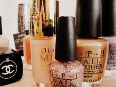 Nude nail polish--all year round Glitter Nail Polish, Nude Nails, Pastel Nails, Nail Polishes, Gel Nail, Kiss Makeup, Beauty Makeup, Hair Makeup, Sparkly Nails