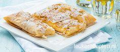 Lekker grieks toetje van vanille custard pudding in een knapperig filodeeg jasje