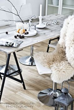 ♥ like this wooden table...even maybe DIY Project?