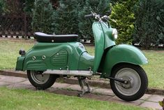Did you know Zundapp made motorcycles & scooters?  This is the Bella, same colour as Mammi's sewing machine.