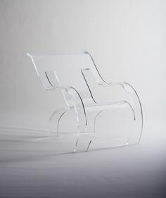 透明なアクリル樹脂素材の家具ブランドTRANSPARENCYがデビュー