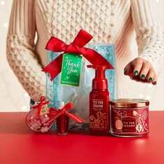 Find the perfect gift for everyone on your list with ready-to-give gift sets, exclusive holiday fragrances and their favorite body care from Bath & Body Works. Diy Christmas Baskets, Easy Diy Christmas Gifts, Holiday Gifts, Bath N Body Works, Bath And Body, Hand Sanitizer Holder, Small Gifts, Christmas Smells, Birthday Gifts