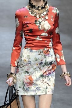 girlannachronism: Dolce Gabbana spring 2010 rtw details Love this