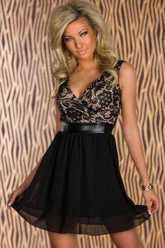 Pret:89 lei. Cu aceasta rochie vei face o prima impresie uimitoare. Rochia dispune de o linie atractiva, partea superioara fiind realizata din dantela cu o captuseala care iese putin in evidenta, iar fusta este croita in dublu strat, pentru un plus de aspect. O rochie chic in care te vei simti sexy si eleganta in acelasi timp.