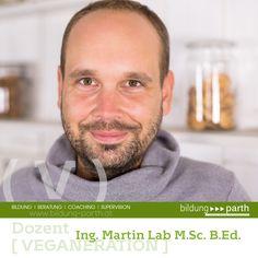 """Unser Koordinator bei Veganeration und Social Media Bildungsangeboten:  Ing. Martin Lab M.Sc. B.Ed.  Alles begann mit einem """"7 Tage fasten"""" und der festen Überzeugung das Leben grundsätzlich verändern zu wollen. 6 Monate später mit 50 Kg weniger auf den Hüften und zufriedener, glücklicher als je zuvor präsentiert Martin Lab DAS Team Veganeration.  """"Das Leben ist schön, wir haben nur eines und es ist ein Geschenk. Ich habe es verstanden und jeder der bzw. jede die sich anschließen möchte ist…"""