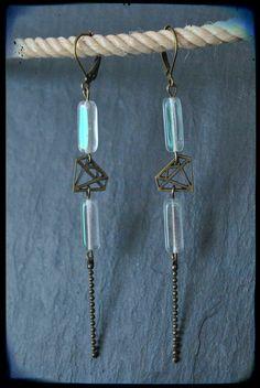 Boucles d'oreilles pendantes dormeuses perles de verres cristaline et diamant de laiton : Boucles d'oreille par c-moi-k-fee