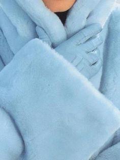 Light Blue fur coat and gloves Photo Bleu, Bleu Pale, Catty Noir, Piel Natural, Blue Coats, Blue Fur Coat, Love Blue, Blue Aesthetic, Color Azul