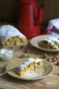 Pane, burro e alici: Strudel di mele e nocciole con pasta frolla.