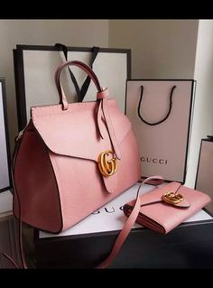 The leather is in grained texture that the surface is less likely to demonstrate scratches, making it easier to take care of. Find more Gucci bags at www.luxtime.su/... ALL WOMEN'S SHOES http://amzn.to/2lCsLp1