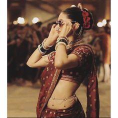 Unseen pic of Deepika Padukone in the set of Bajirao Mastani making the song pinga