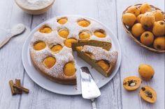 La torta di nespole è un soffice dolce a base di nespole del giappone, dal sapore agrumato e dolce. Una torta ideale per la colazione o la merenda