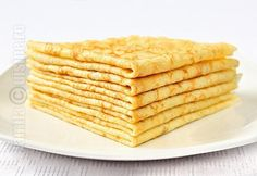 Clatite - I made them without the butter and they still came out very good. Romanian Desserts, Romanian Food, Romanian Recipes, Raw Vegan Dinners, Good Food, Yummy Food, Breakfast Dessert, Sweet Cakes, Desert Recipes