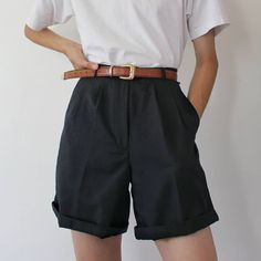 Cute Casual Outfits, Short Outfits, Summer Outfits, Black Shorts Outfit Summer, Casual Shorts, Ropa Color Pastel, School Looks, Red Shorts, Denim Shorts