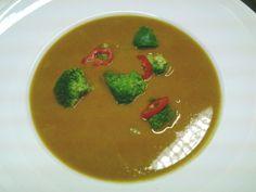 """Die """"Farben von Jaipur"""" befinden sich in dieser Suppe von Anemone, nebst Hokkaido, Karotte, Kokosmilch, Broccoli und weiteren Köstlichkeiten."""