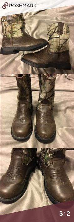 Duck Head Toddler Camouflage Boots Boys Duck Head Camouflage and brown boots that zip up the side. The shoes have scuff marks as seen in pics. Size 12 months Duck Head Shoes Boots