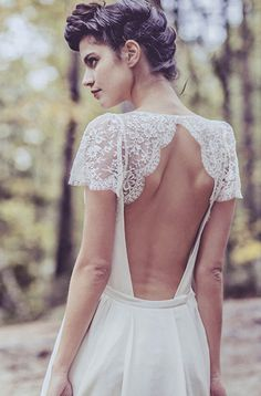gorgeous backless wedding dress