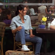 Style Lessons To Learn From Monica Geller's Outfits - MyBag Looks Street Style, Looks Style, Fashion Tv, Fashion Outfits, 90s Style Outfits, Estilo Ivy, Rachel Green Outfits, 90s Inspired Outfits, Friends Tv