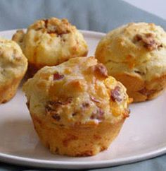 Savoury muffins are a great way to start the day, or to nibble on when hunger pangs strike. Have these Cheese and Bacon Muffins on standby for a mid-morning snack. Cheese And Bacon Muffins, Savory Muffins, Cheddar Cheese, Egg Muffins, Grated Cheese, Breakfast Muffins, Kos, Ma Baker, Great Recipes
