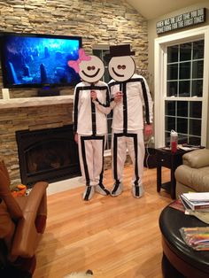 Stick people! Easy, cheap, and creative couple's costume.