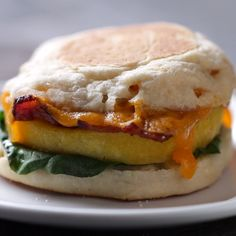 Eat Stop Eat To Loss Weight - Microwave Prep Breakfast Sandwich - In Just One Day This Simple Strategy Frees You From Complicated Diet Rules - And Eliminates Rebound Weight Gain Breakfast Sandwich Recipes, Breakfast Dishes, Microwave Breakfast, Breakfast Ideas, Breakfast Muffins, Microwave Recipes, Cooking Recipes, Healthy Recipes, Microwave Bacon